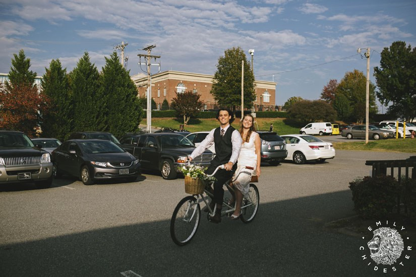 Arrive to your wedding by bike